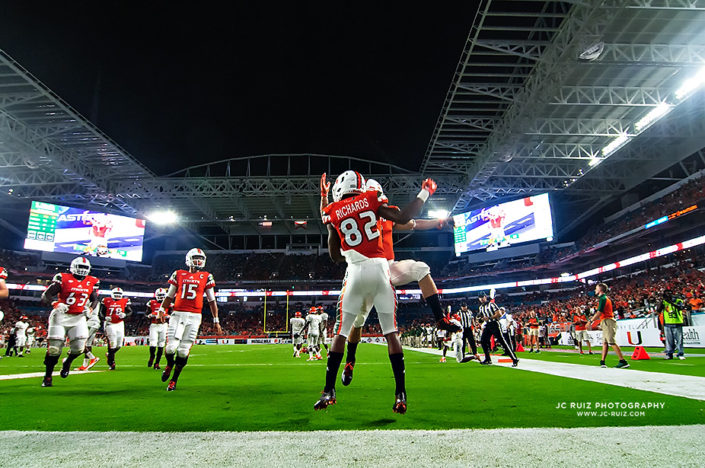 Miami Hurricanes offense celebrates Ahmmon Richards touchdown