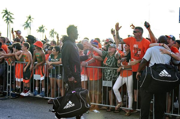 Hurricanes TE, David Njoku, greets fans