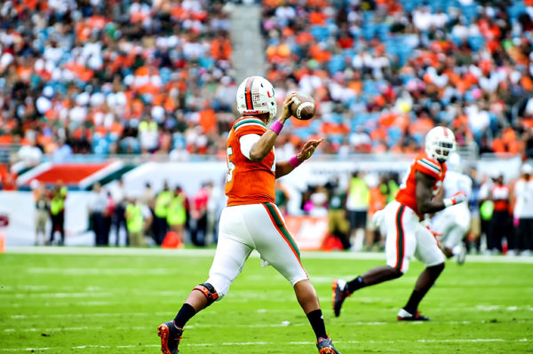 Brad Kaaya, Hurricanes QB, prepares to throw a pass to Christopher Herndon