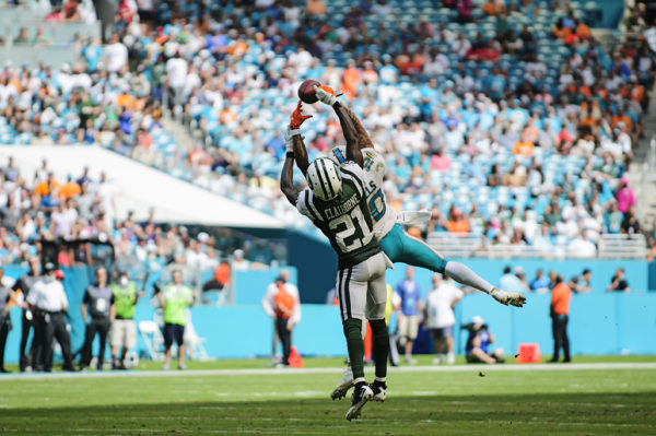 Morris Claiborne (21) and Kenny Stills (10) fight for the ball