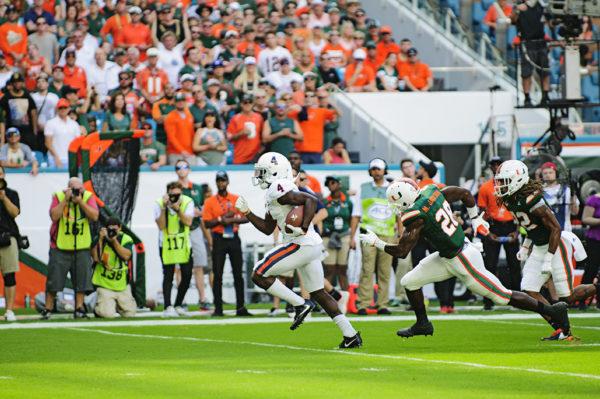 Olamide Zaccheaus (4) runs in for a touchdown for Virginia