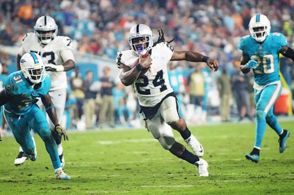 Marshawn Lynch (24) runs for a touchdown