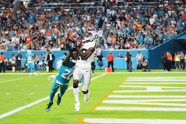 Raiders WR Johnny Holton (16) hauls in a touchdown pass