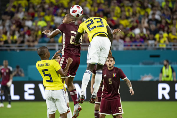 Jose Rondon and Davinson Sanchez battle for the ball