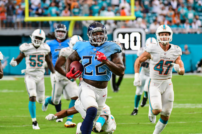 Tennessee Titans running back Derrick Henry (22) runs up the sidelines