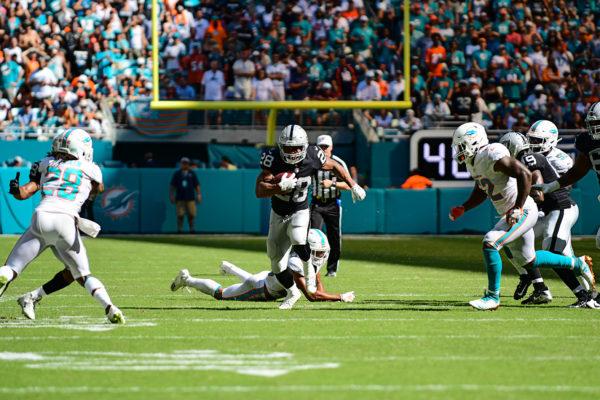 Oakland Raiders running back Doug Martin (28)