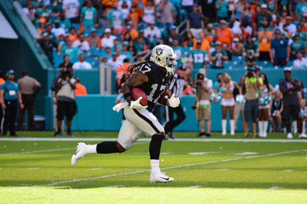 Oakland Raiders wide receiver Dwayne Harris (17) returns a kickoff