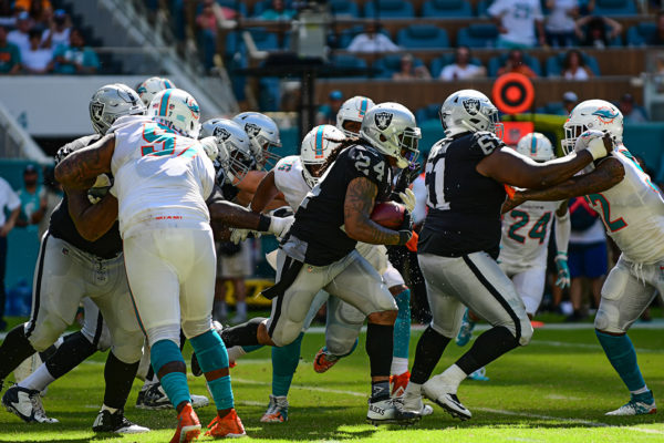 Oakland Raiders running back Marshawn Lynch (24)