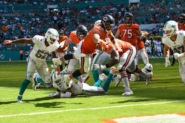 Chicago Bears tight end Trey Burton (80) extends for a touchdown