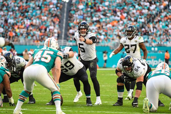 Jacksonville Jaguars quarterback Blake Bortles (5) calls out the defender